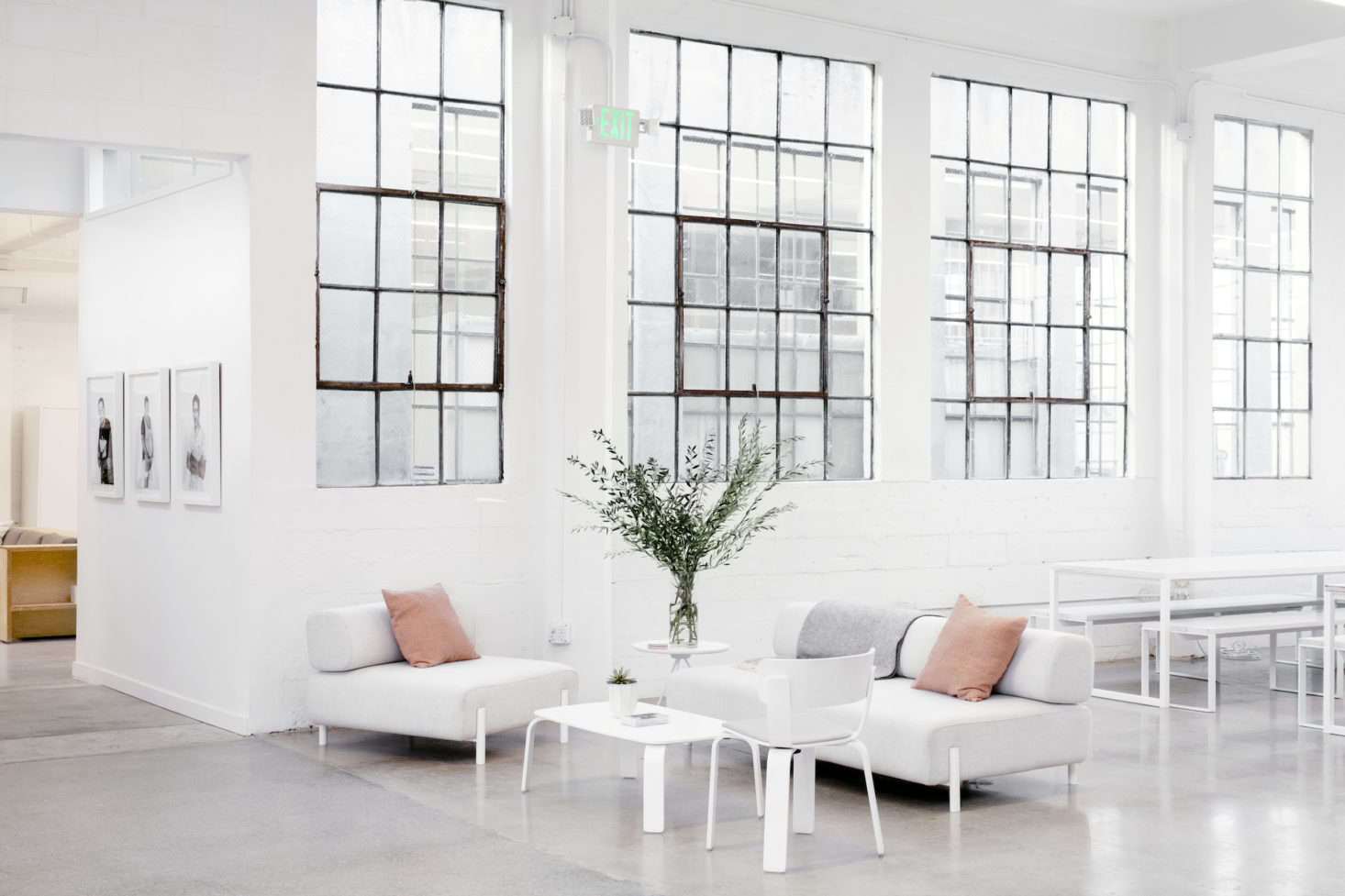 Modern White Scandinavian Sofas In Everlaneu0027s Lofty White Office In SF,  Carlos Chavarría Photo |