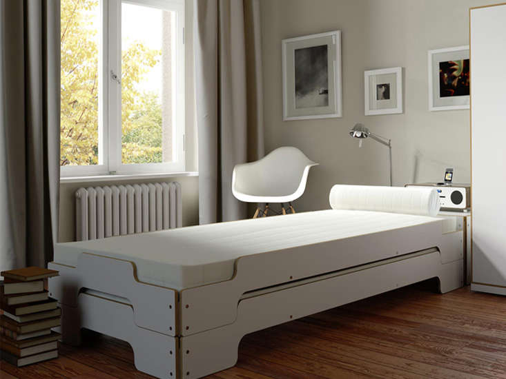stapelliege stackable bed frames remodelista 1