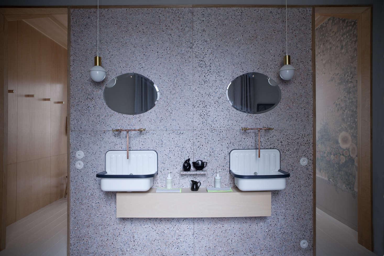 trend alert 11 deconstructed baths remodelista. Black Bedroom Furniture Sets. Home Design Ideas