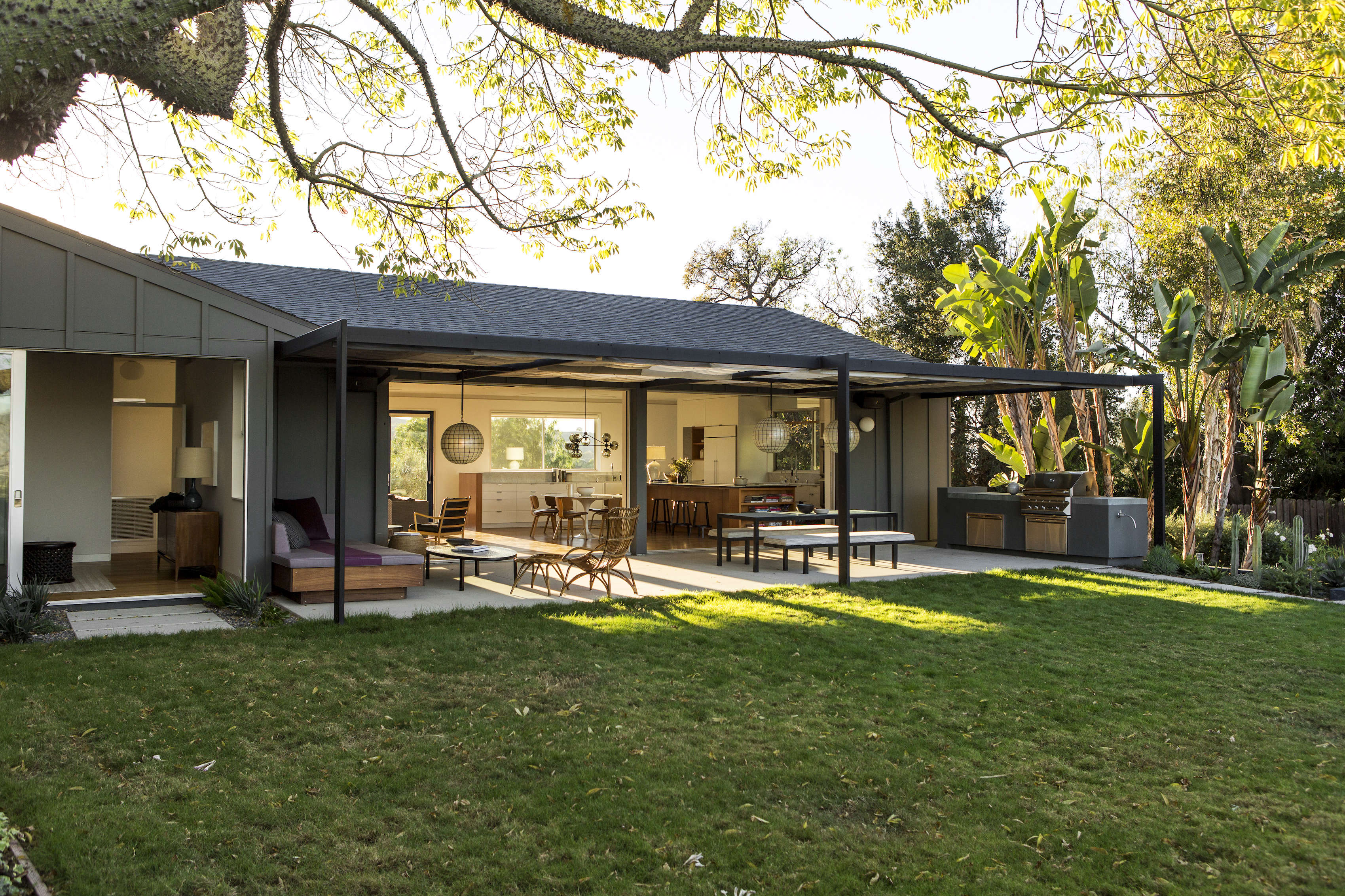 Indoor Outdoor Living: An LA Ranch Rehab By Barbara Bestor And DISC  Interiors
