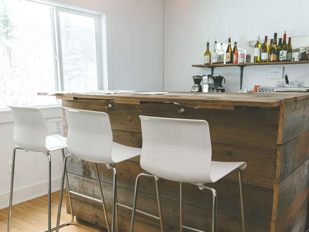 sprucetown-conans-corner-bar-remodelista