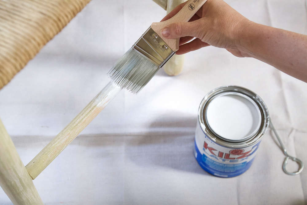 How-to-Paint-Furniture-priming-Remodelista