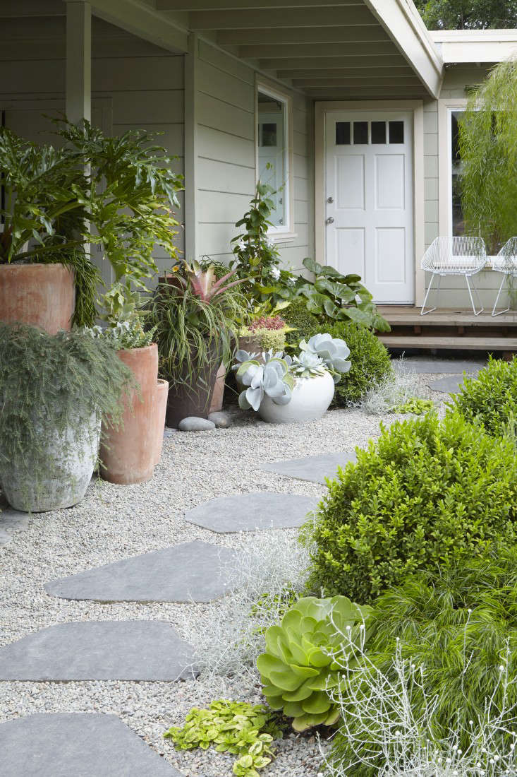 Trending on Gardenista: The Pocket Garden - Remodelista on Backyard Landscape  id=44946