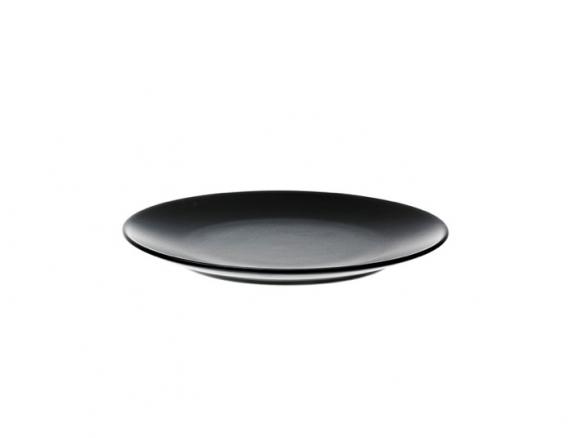 10 Easy Pieces Dramatic Black Dinnerware Remodelista