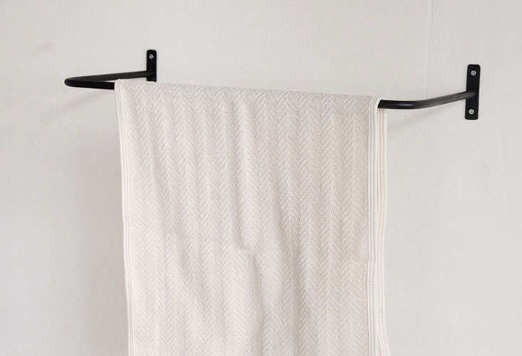 Orne De Feuilles Iron Towel Bar Small 01