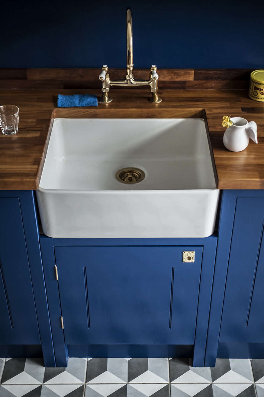 Colorful kitchen remodel in London with a Villeroy & Bosch Belfast sink and bridge faucet