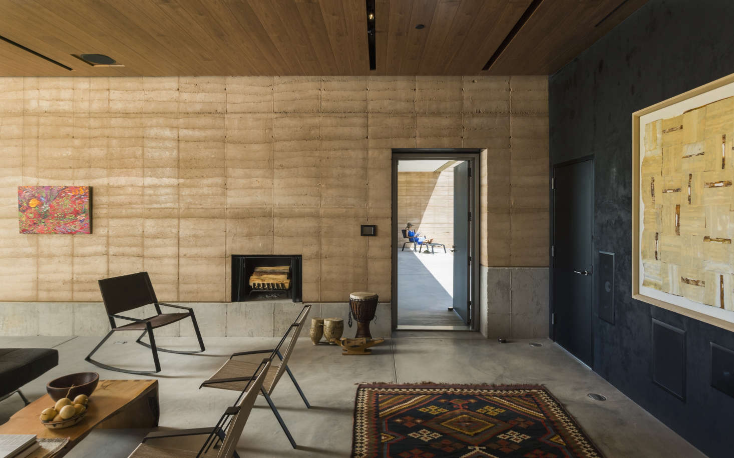 Lovely A single shou sugi ban wall in a Tuscon Arizona house designed by Dust