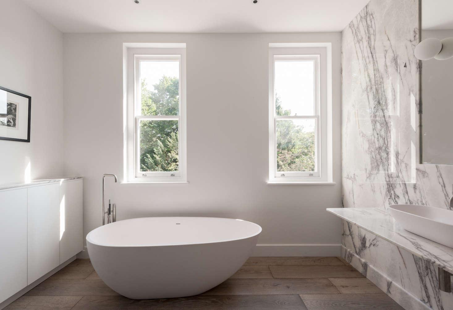 Remodeling 101: Romance in the Bath: Built-In vs. Freestanding ...