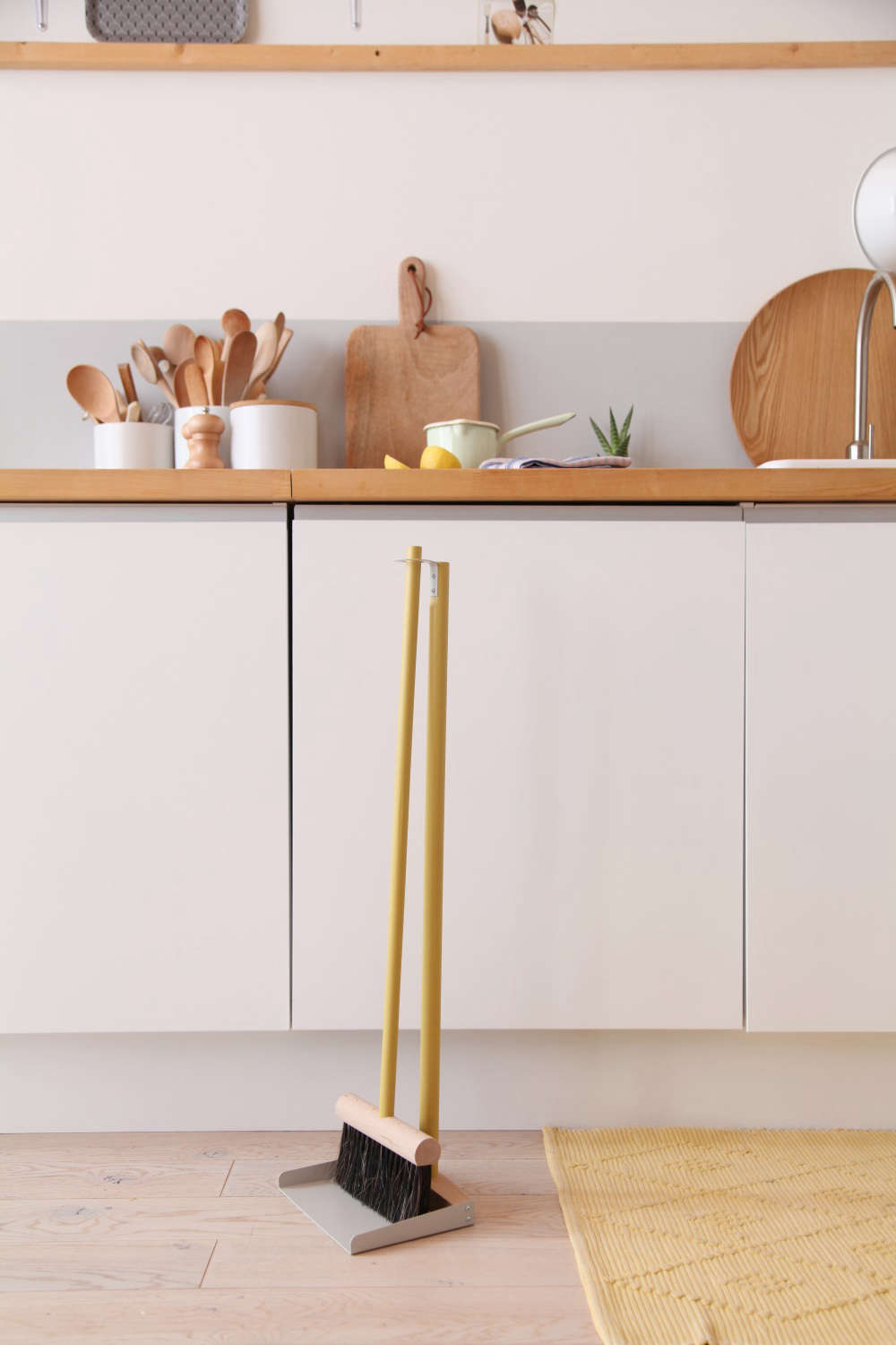 The Complete Shovel and Brush, a beautiful broom and no-stoop dustpan combo designed by Mr. & Mrs. Clynk from Andrée Jardin;€79.90.