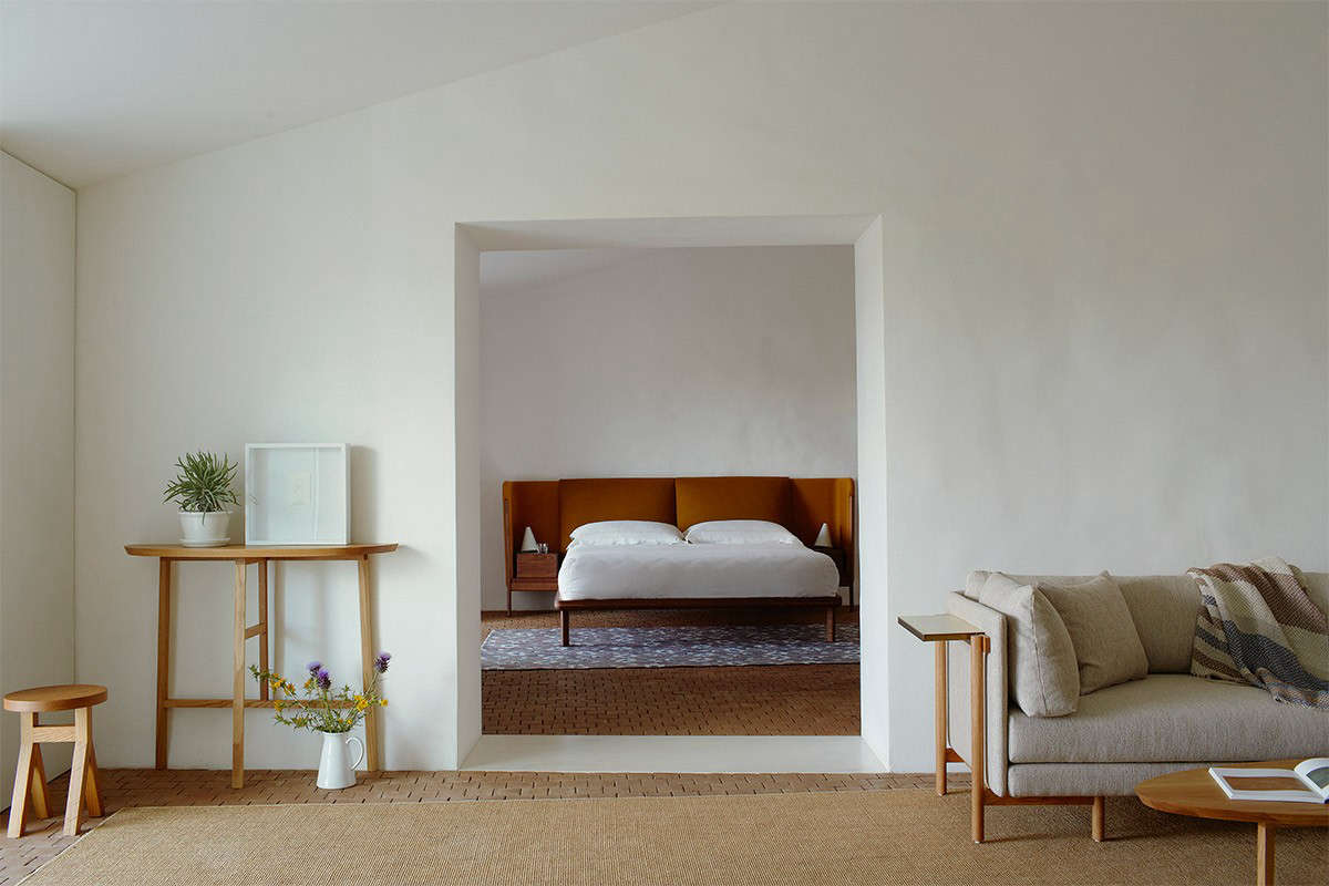 Steal This Look A Farmhouse Bedroom With Modern Furniture - La modern furniture