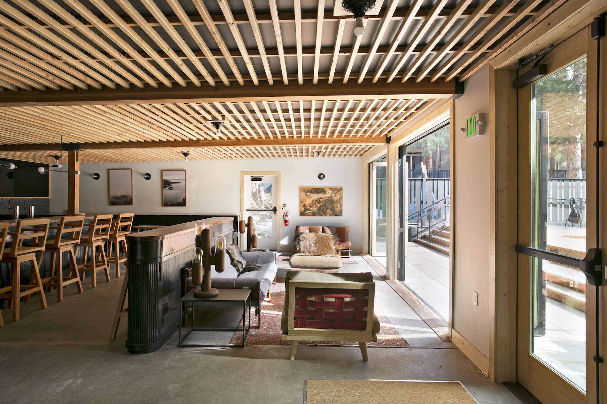 Hotel lobby furniture - Lobby Communal Area Wood Ceiling Coachman Hotel Tahoe