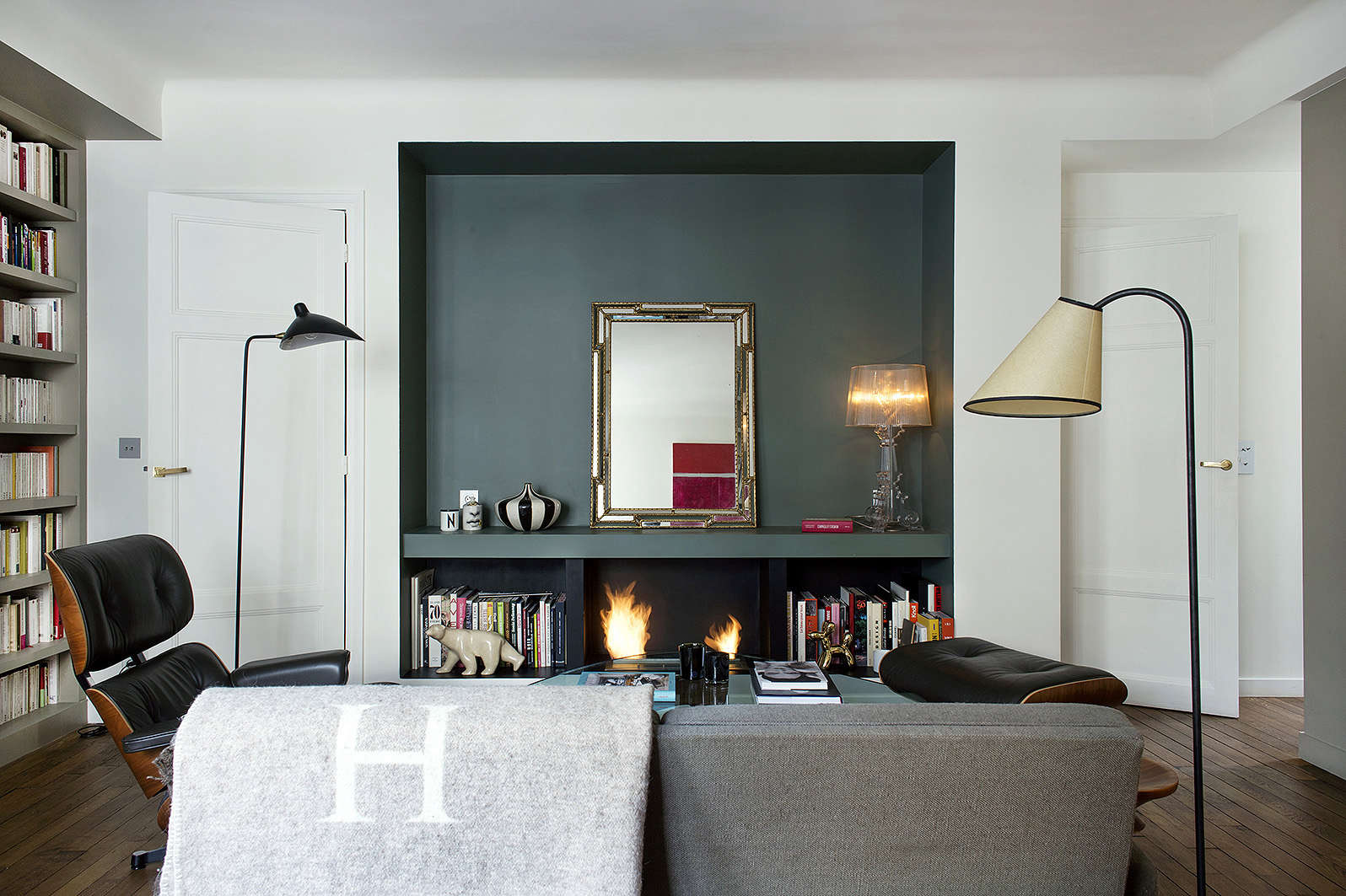 9 small space ideas to steal from a tiny paris apartment - Living room decor for small spaces ...