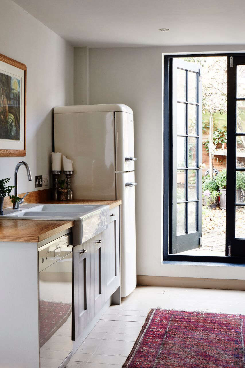 cassandra-ellis-peckham-house-kitchen-smeg-refrigerator