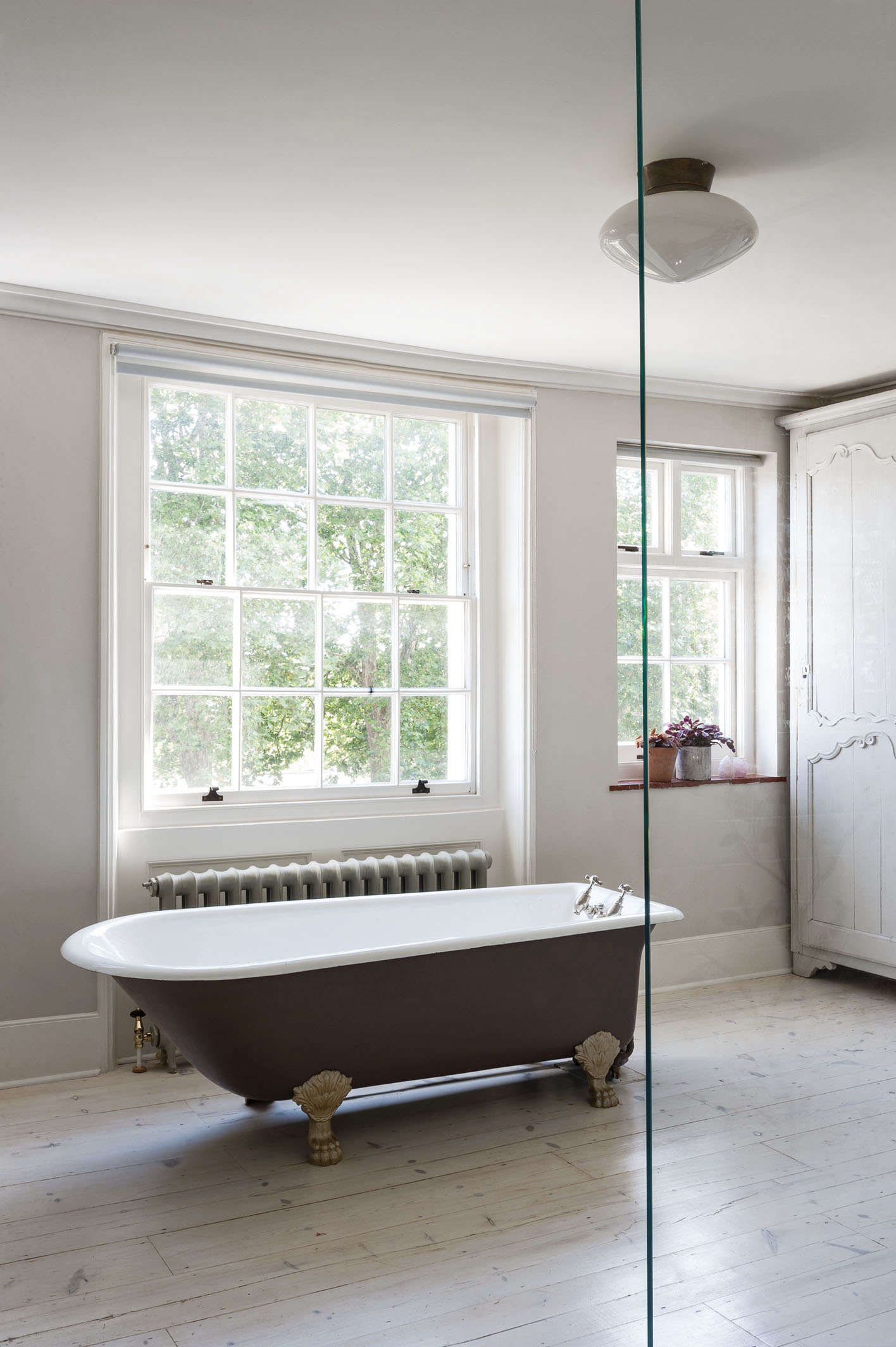 Remodeling 101: Romance in the Bath: Built-In vs. Freestanding ...