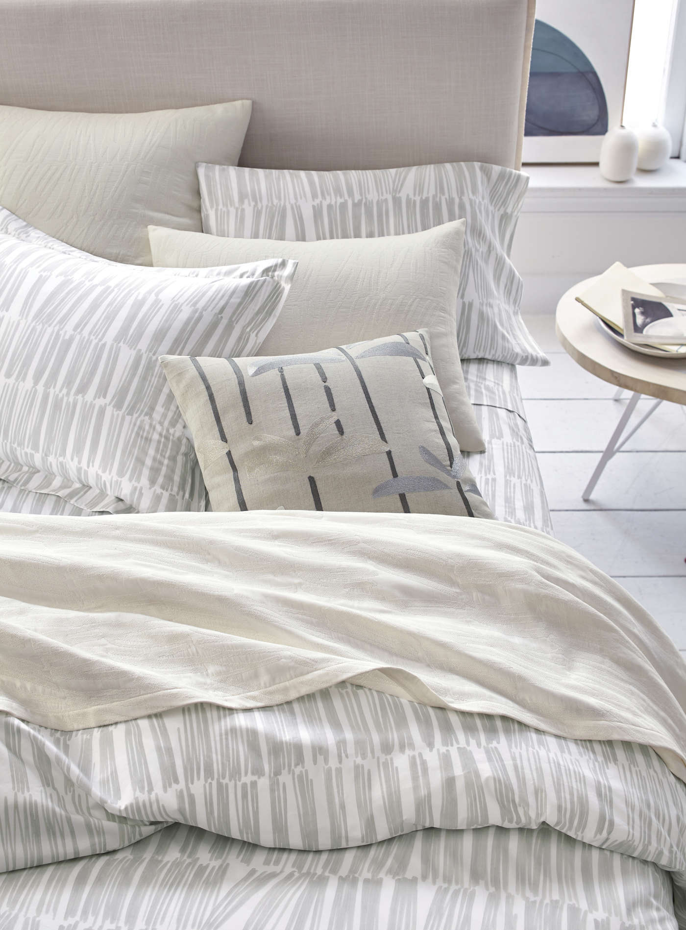 Amazing The silver bedding package includes a Brushstroke Matelass Coverlet for king size