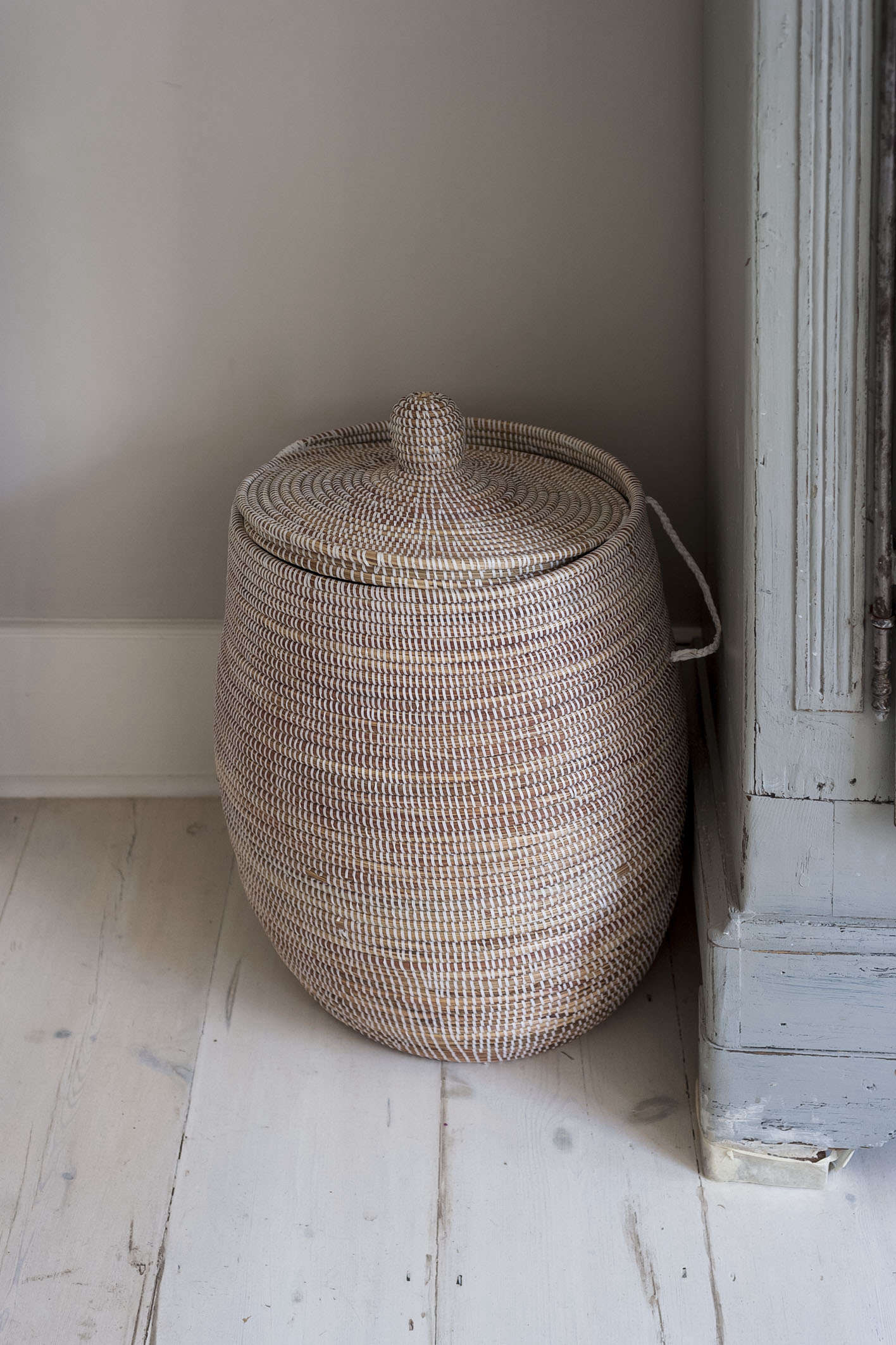 laundry-basket-lid-corner-whitewashed-floor