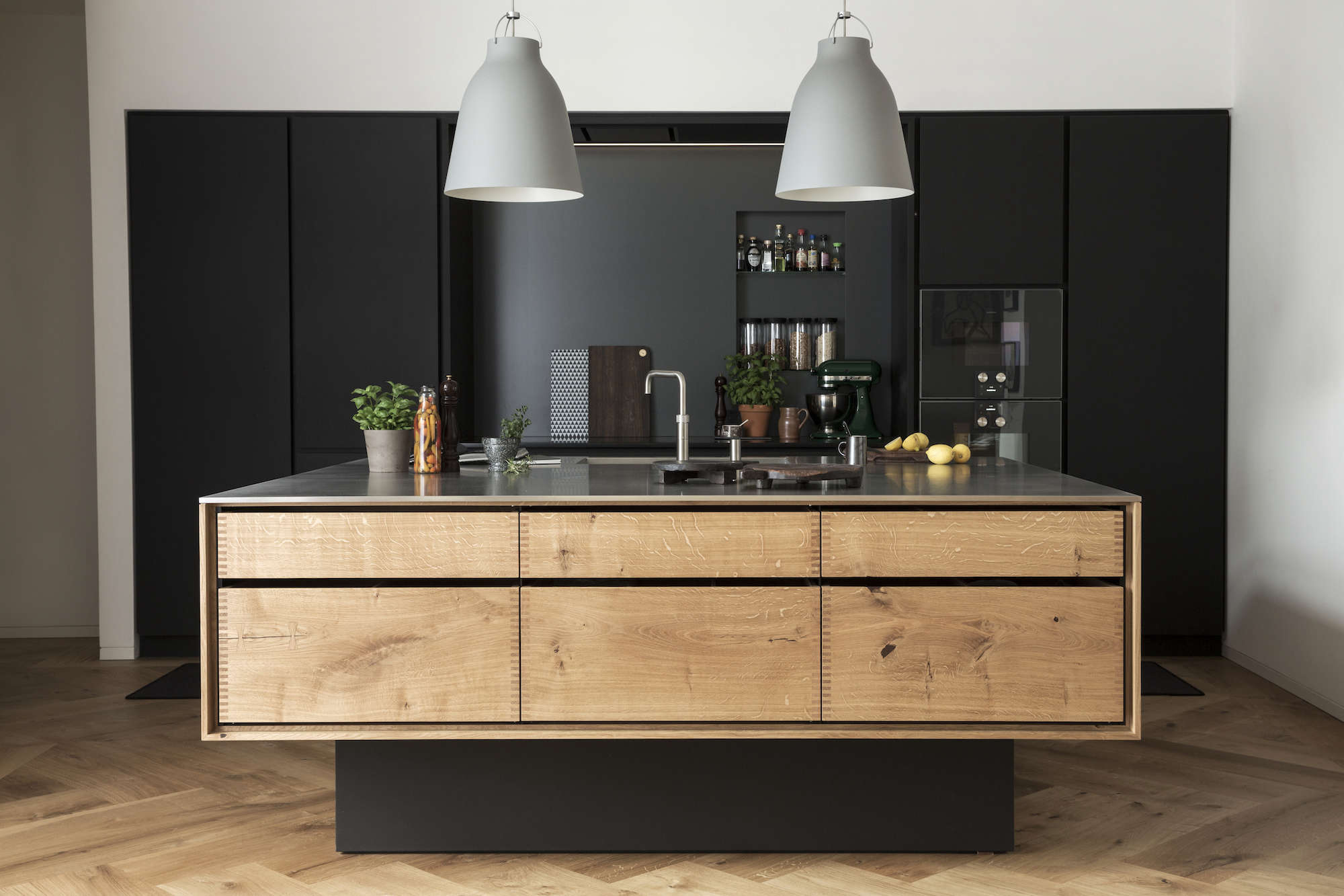 10 Favorites: Black Kitchen Backsplashes - Remodelista
