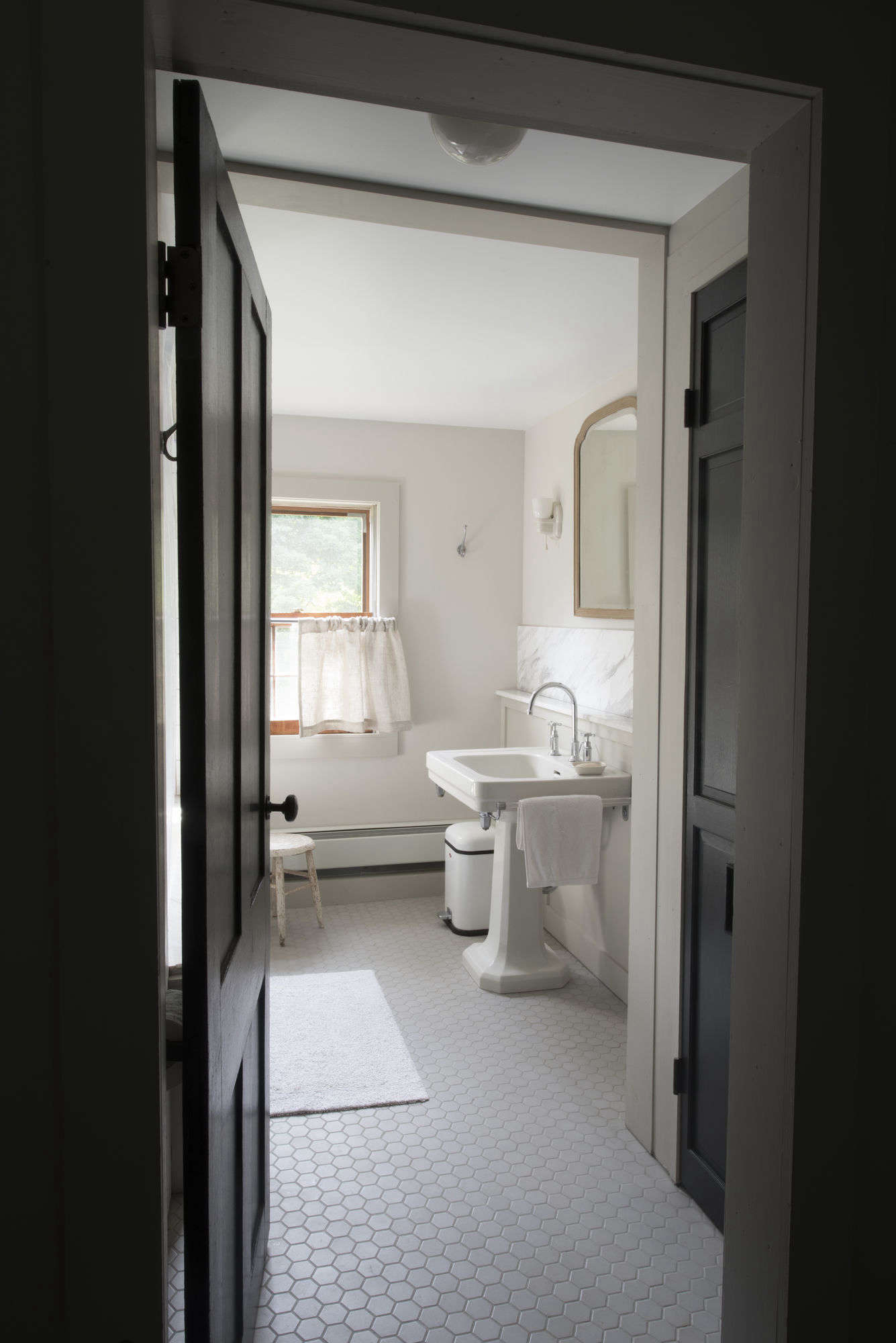 Bathroom Of The Week A 1920s Inspired Bathroom In A Renovated Ny Farmhouse Remodelista