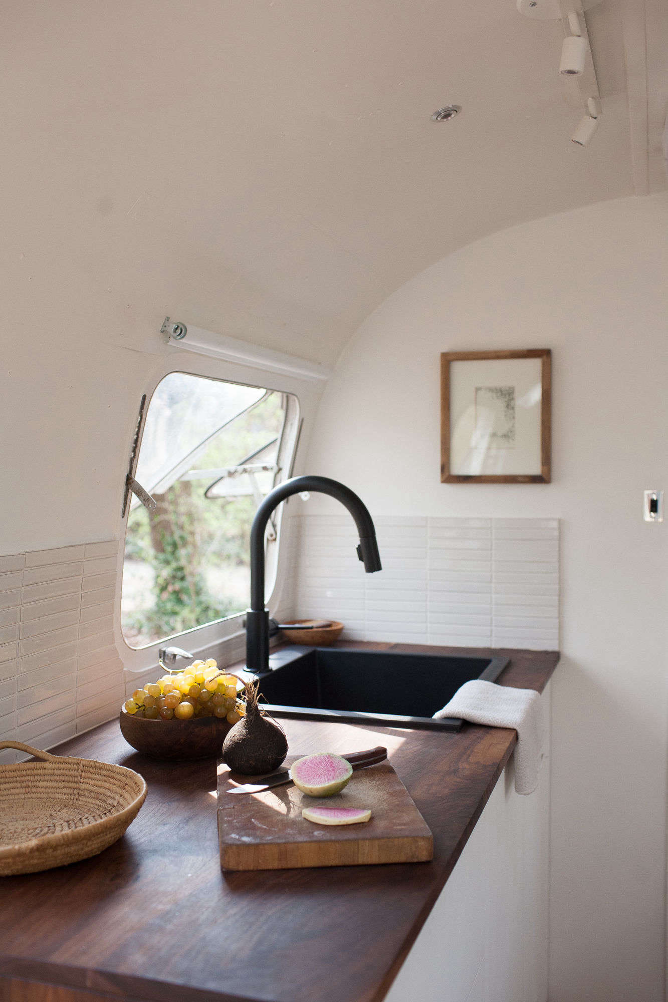 Kate And Ellen Selected A Single Bowl Granite Composite Sink In Black By Alfi 550