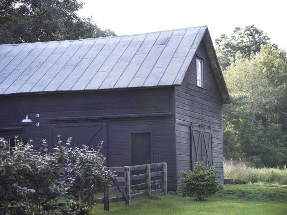 Roberto Sosa Farmhouse Barn Exterior Mylene Pionilla 584x438 Jpg