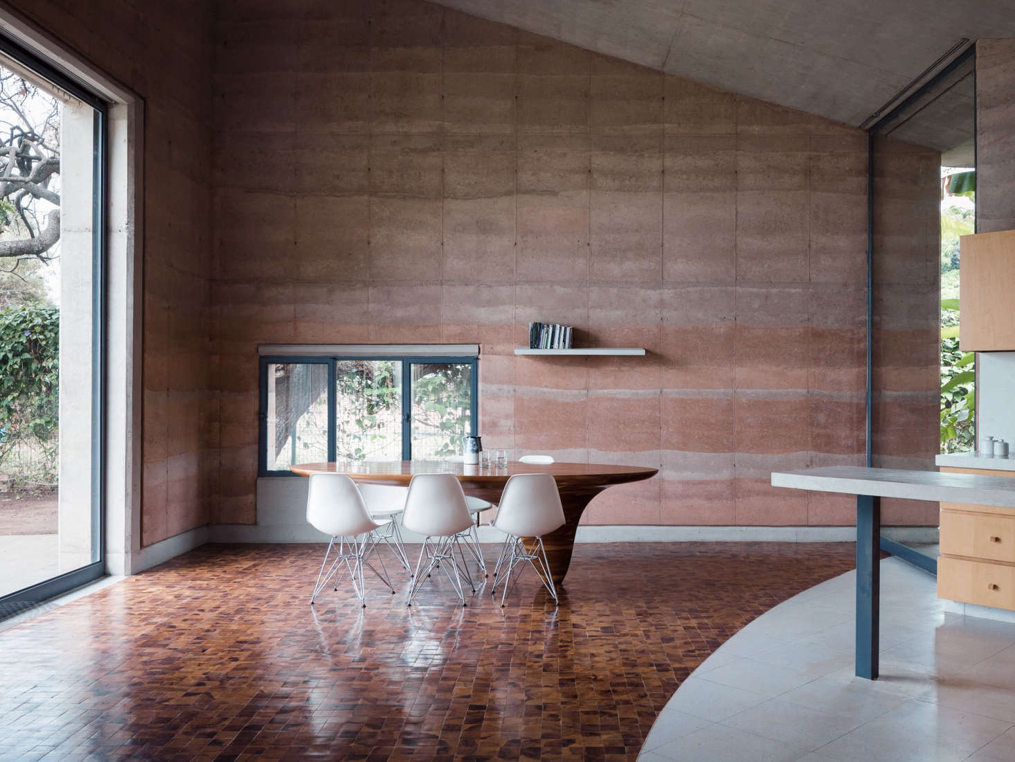 A Rammed Earth House In Lago De Chapala By Tatiana Bilbao