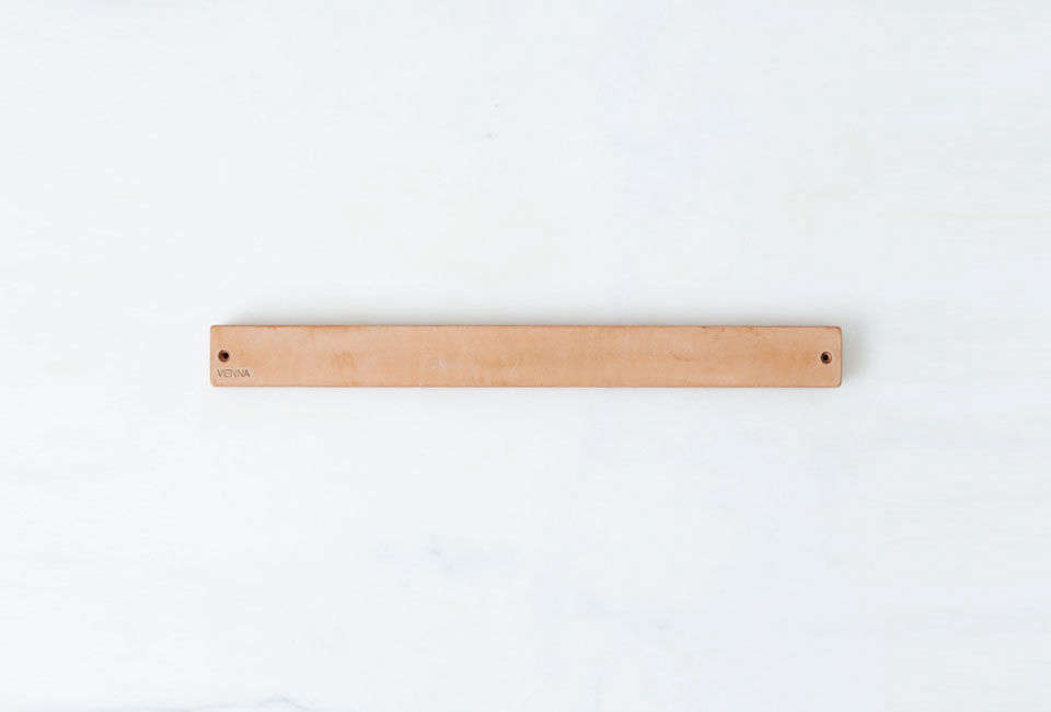 The Vienna Leather Knife Grabber is made of stacked sheets of leather and rare earth magnets. It&#8