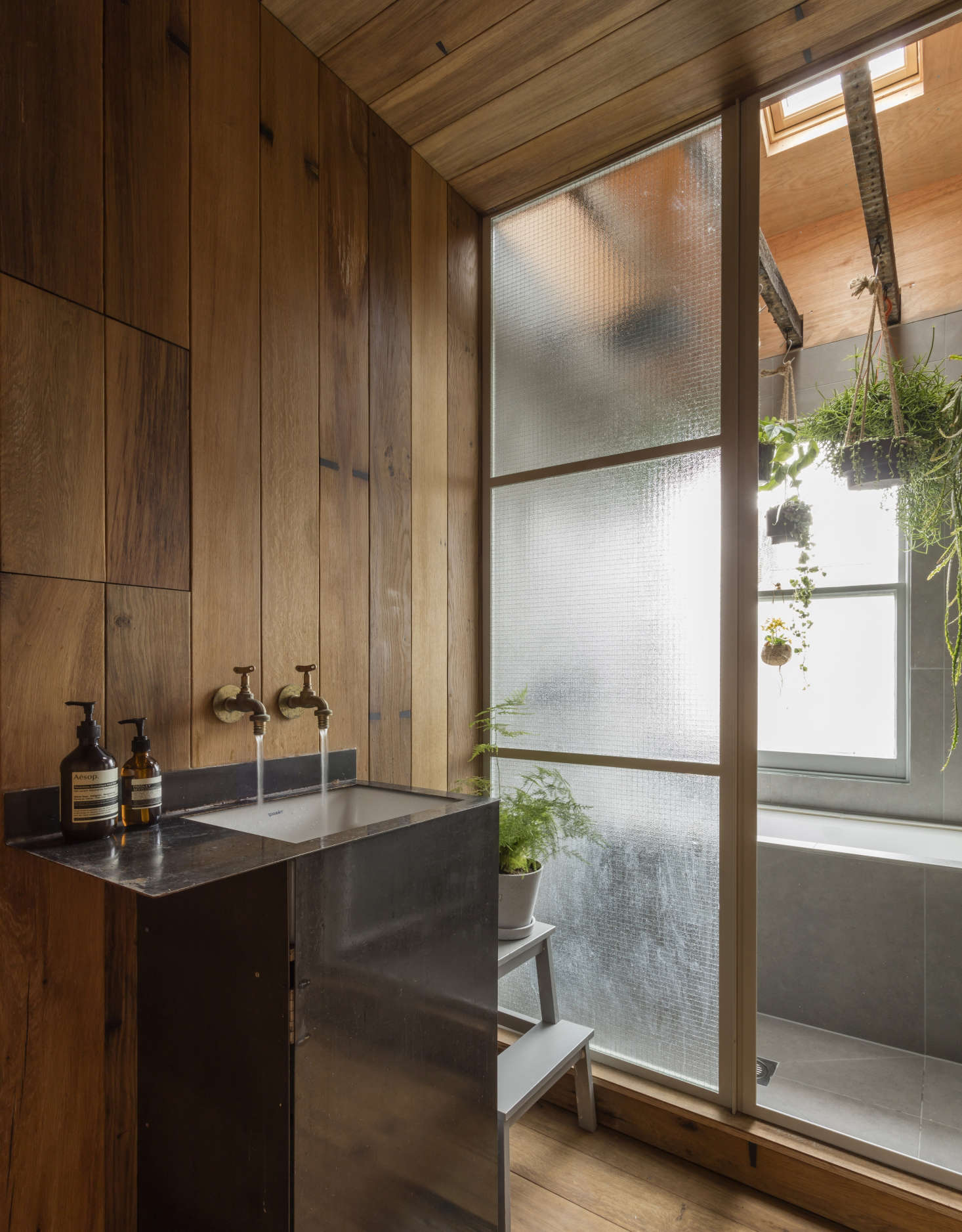 Asian Style Bathroom Decor: A Japanese-style Two-room Bath Filled With Hanging Plants