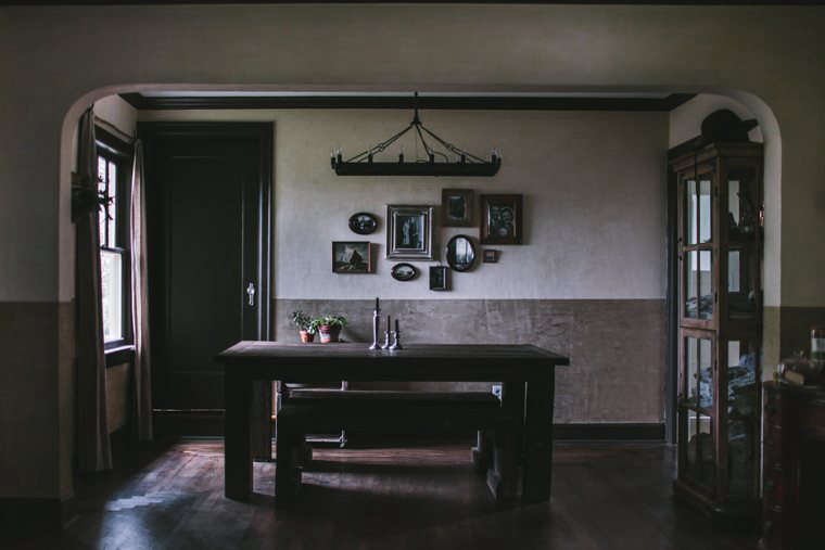 Flores' dining room, with plaster inspired by a horror film and an ominous candelabra.