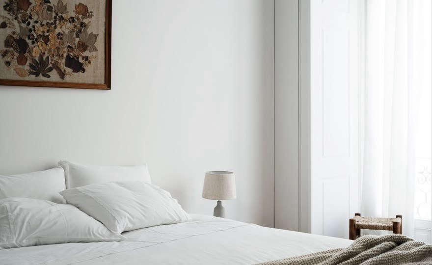 A quiet bedroom.