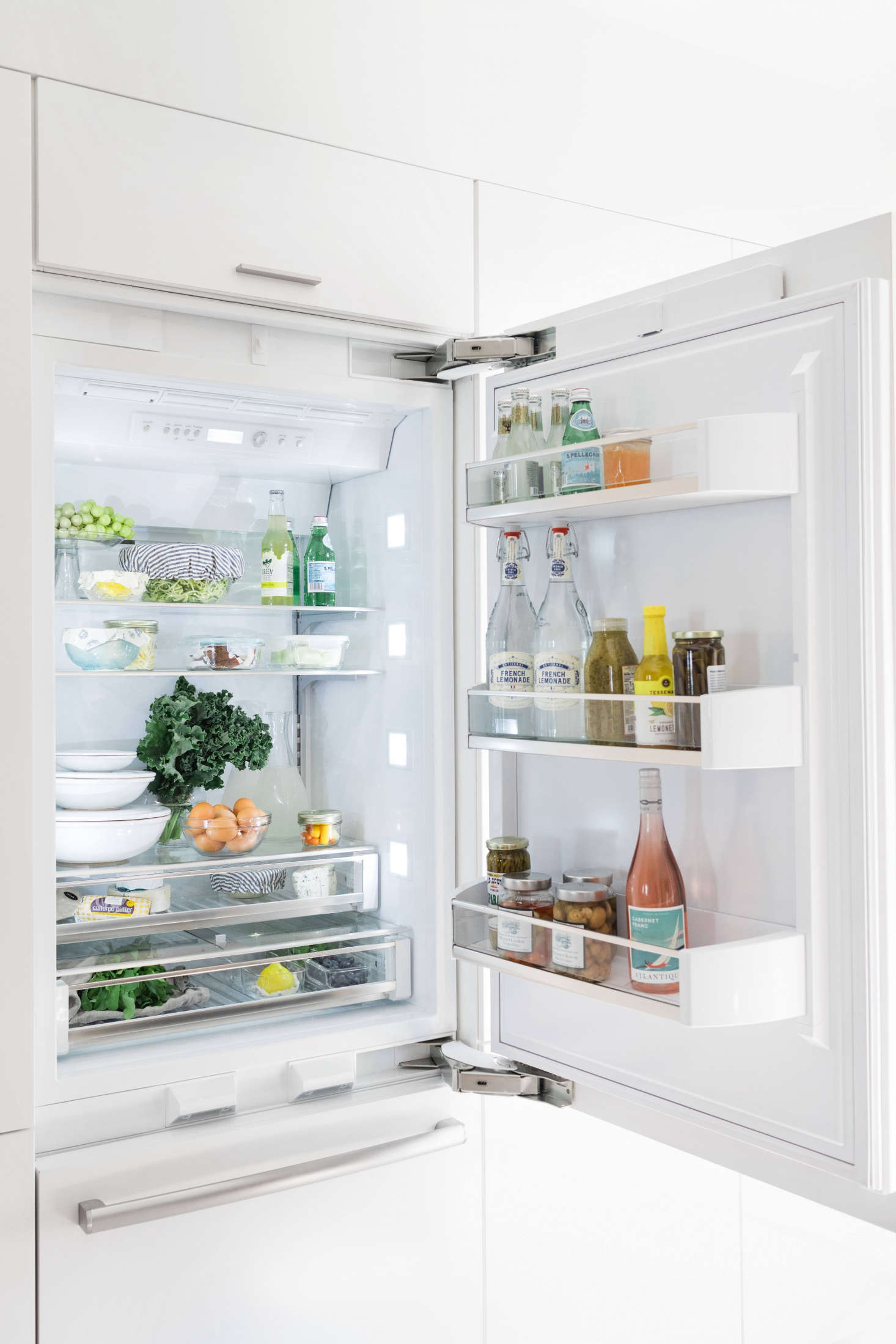 The Energy Star qualified Bosch 30-Inch Built-In Custom Panel Refrigerator has a dual compressor and dual evaporator which keeps food fresher, prevents freezer burn, and limits transfer of odors.
