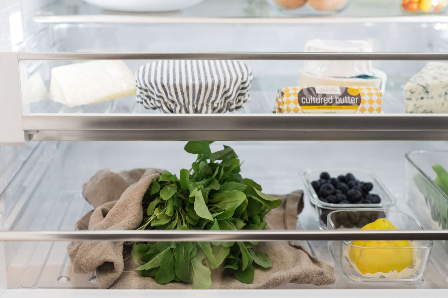 Bosch refrigerators help maintain ideal temperature and humidity levels, prolonging nutrients and flavors. The refrigerator drawers are designed for items that prefer moister conditions, such as fruits and vegetables.