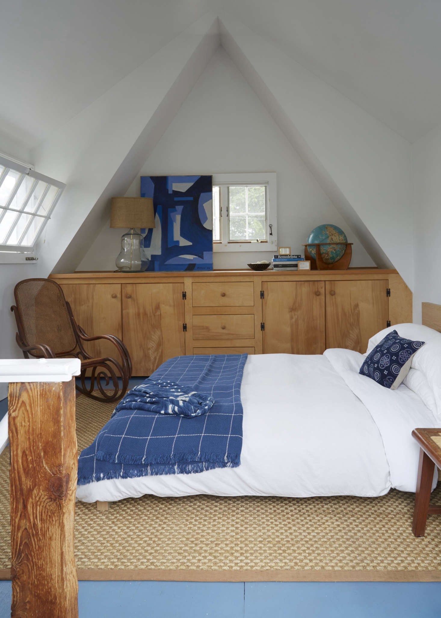 A Beach Cottage In Provincetown Styled For Budget Minded