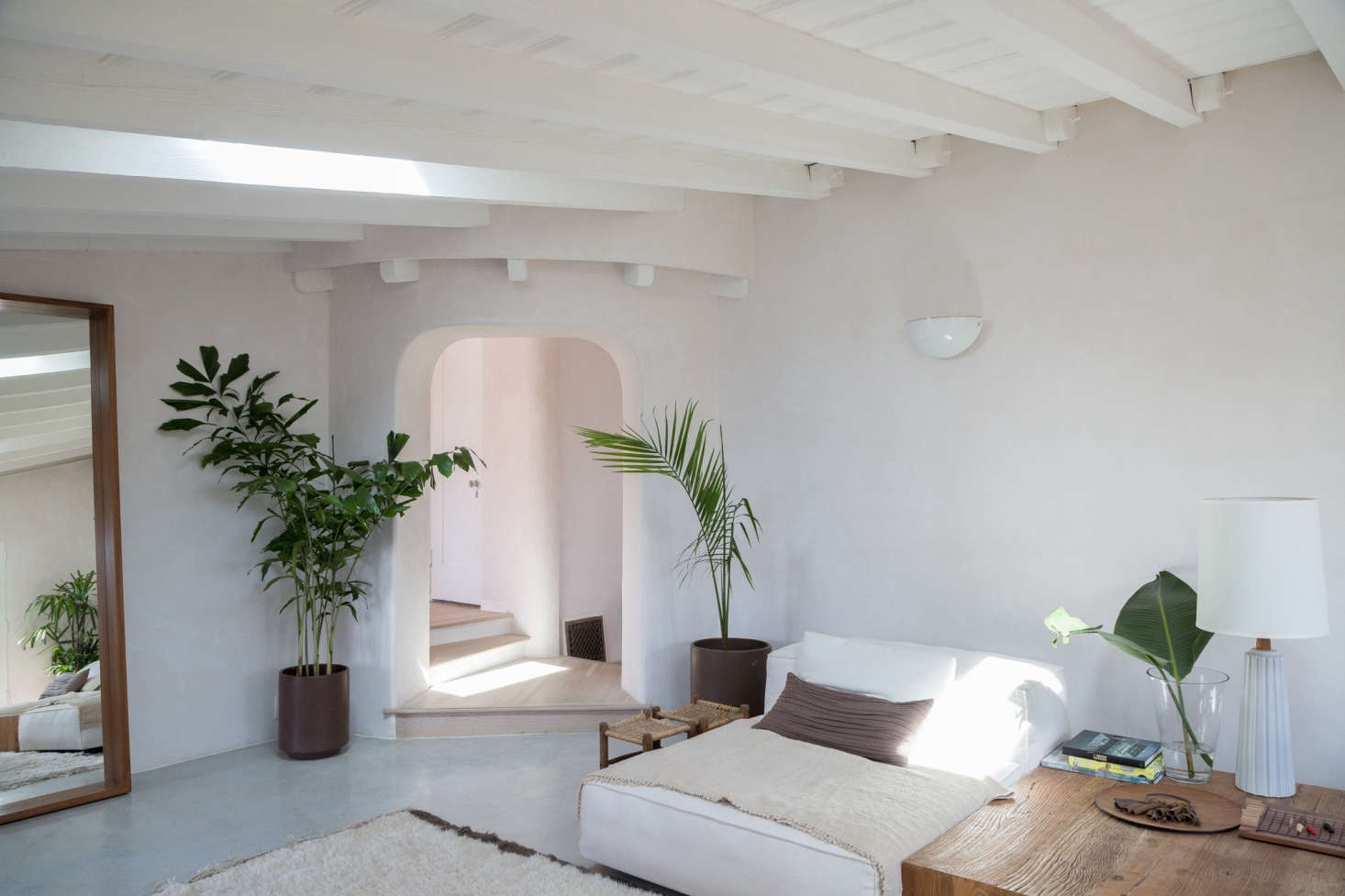 In Her Formerly Abandoned Los Felix Home, Gordana Golubovic Upgraded Her  Living Room Walls And
