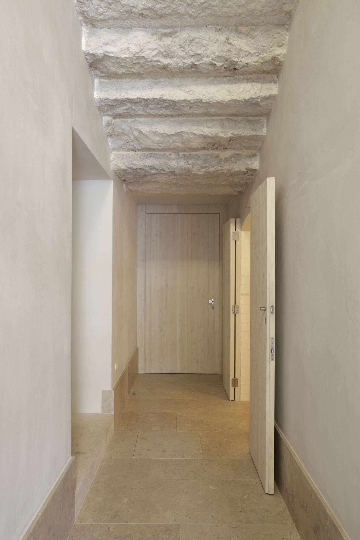 To maintain continuity with the 1728 building while modernizing the interior, the architect used materials traditional to Lisbon's oldest palaces and churches, including limestone, wood, and hand-cut tile.