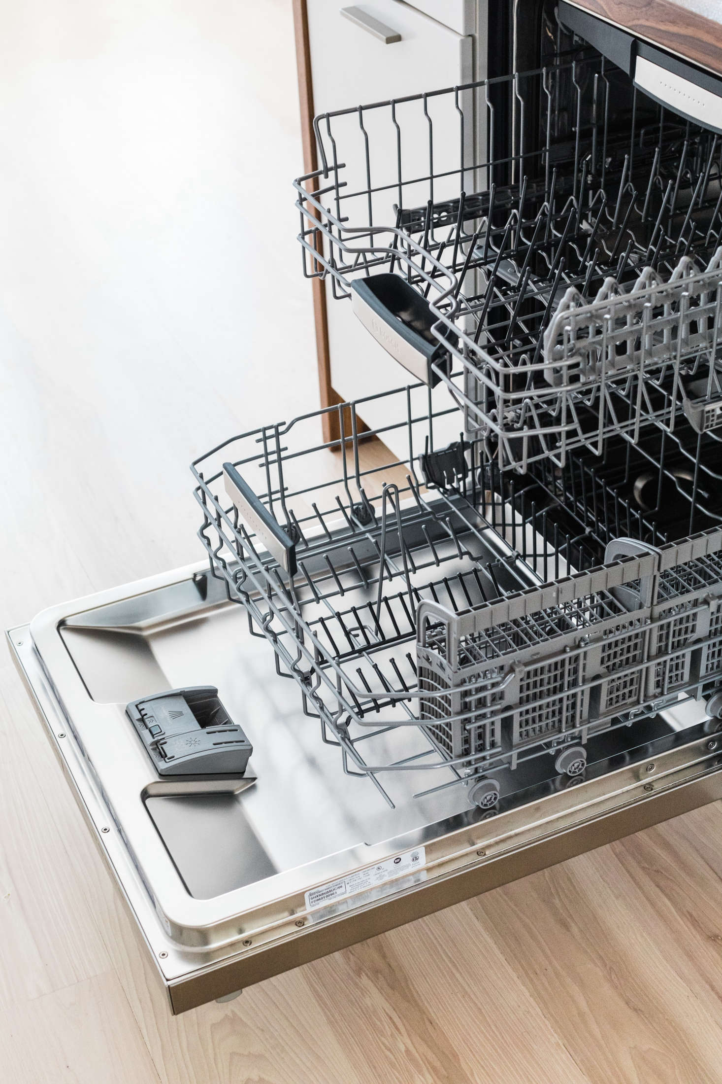 expert advice from bosch how to load a dishwasher remodelista. Black Bedroom Furniture Sets. Home Design Ideas
