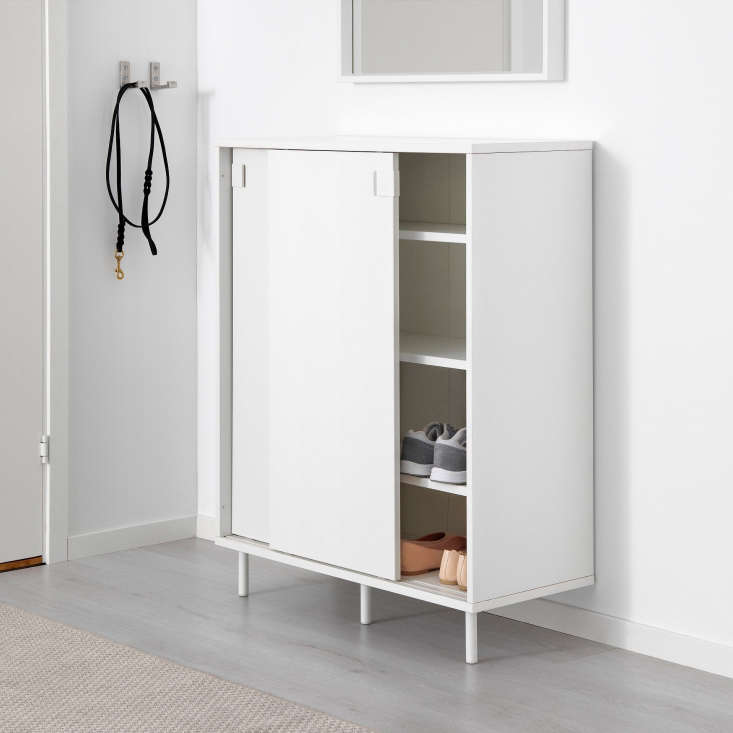 ikea storage solutions for minimalists on a budget remodelista. Black Bedroom Furniture Sets. Home Design Ideas