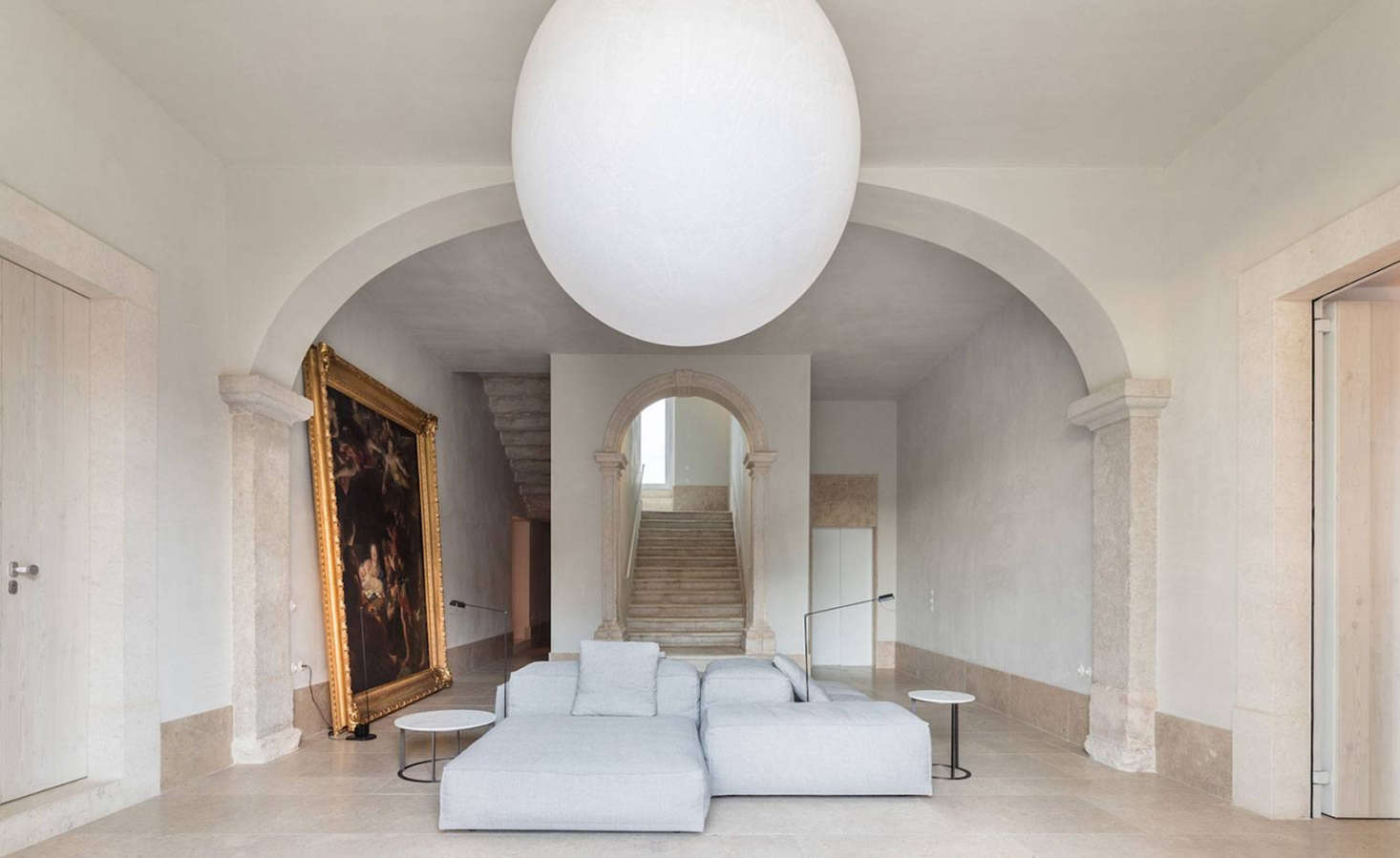 In the center of the marble-clad room is a modularExtrasoft sofa by Piero Lissoni from Living Divani.