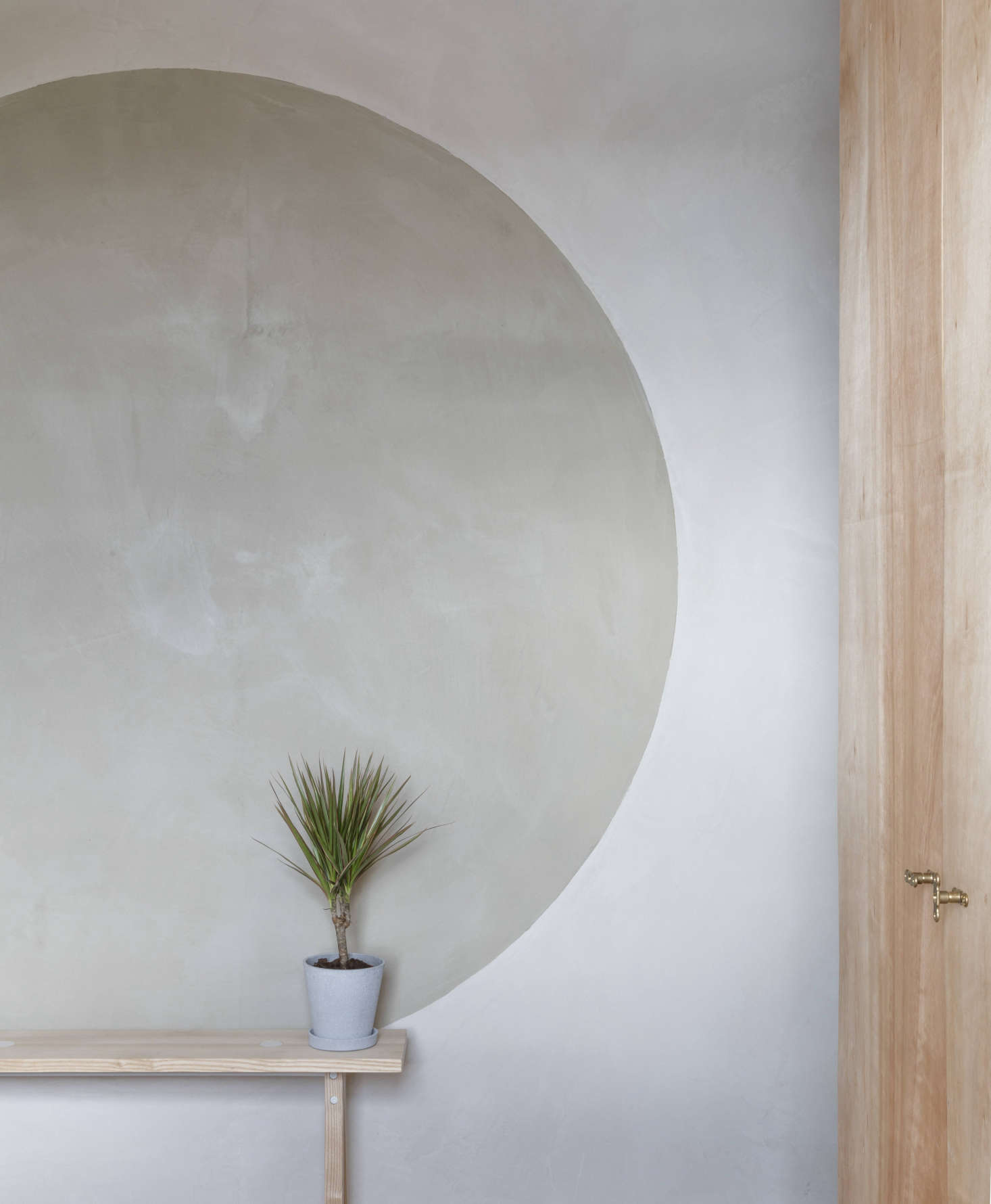 "In his own London home, architect Simon Astridge used clay plaster from Clayworks of Cornwall. ""It makes the space feel calmer and bigger,"" he says. ""And once it's applied, you don't need to decorate the walls."""