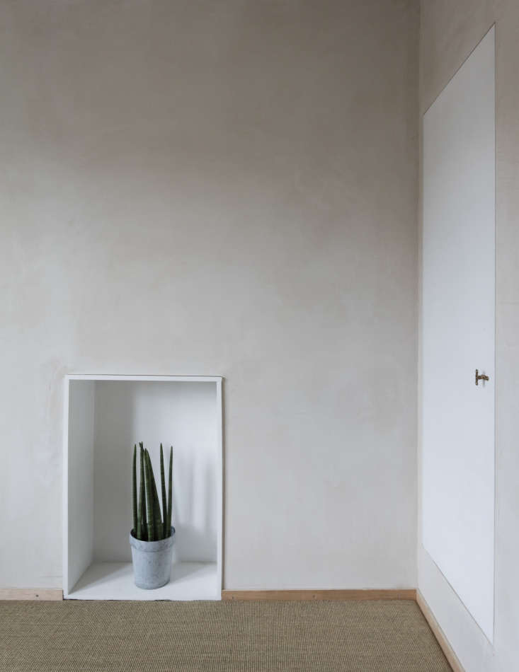 Architect Simon Astridge Clay House with Clayworks clay plaster wall.  Nicholas Worley photo.