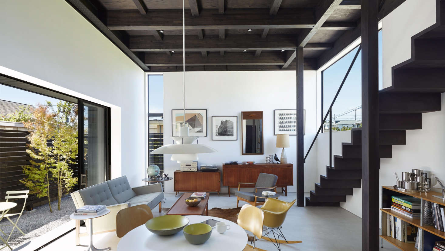 The living space is filled with natural light and cross ventilation, thanks to the north-facing windows (&#8
