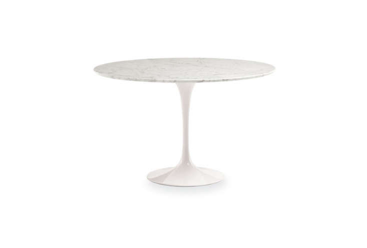 10 easy pieces simple white round dining tables remodelista for Room and board saarinen table