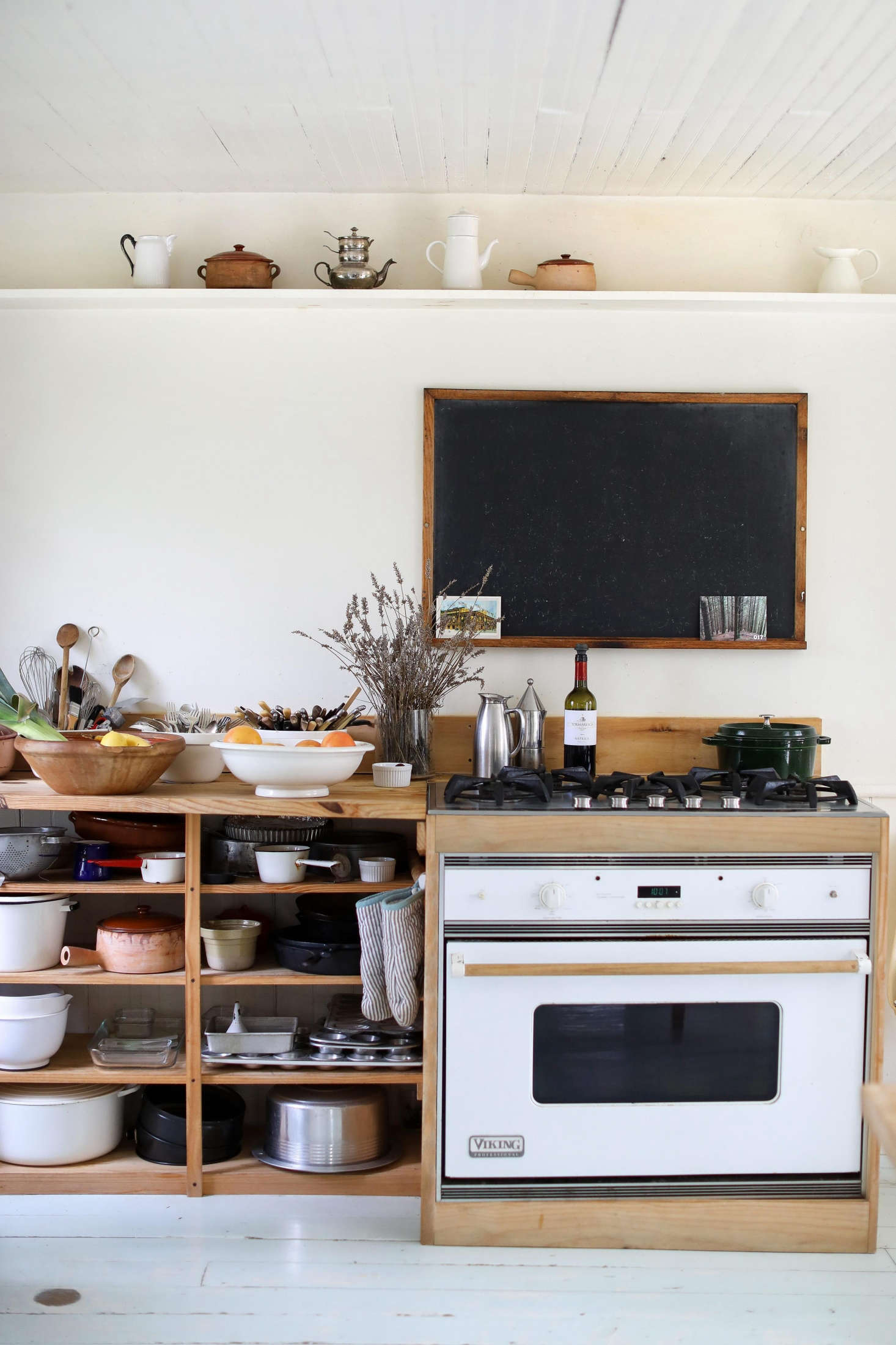 The Benefits Of Open Shelving In The Kitchen: Open Shelving In The Kitchen: 10 Favorites