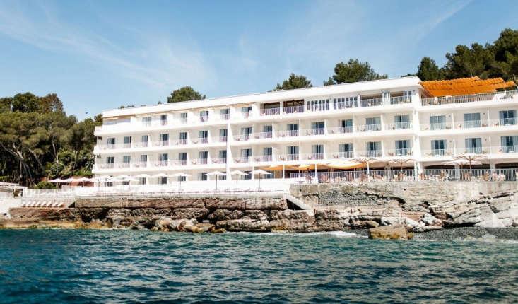 hotel les roches rouges vintage seaside glamour on the c te d 39 azur remodelista. Black Bedroom Furniture Sets. Home Design Ideas