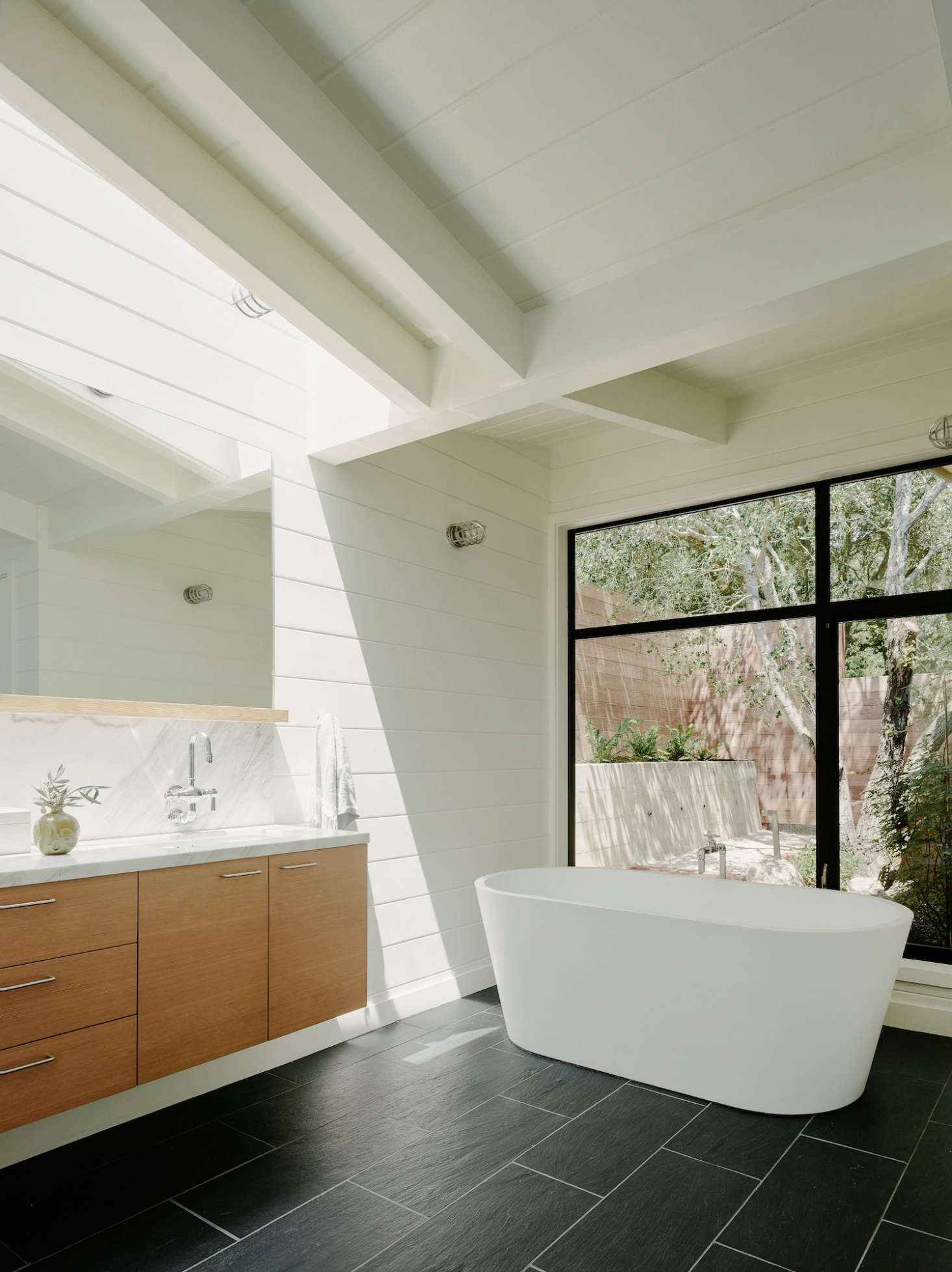 Expert Advice: 10 Essential Tips for Designing the Bathroom ...