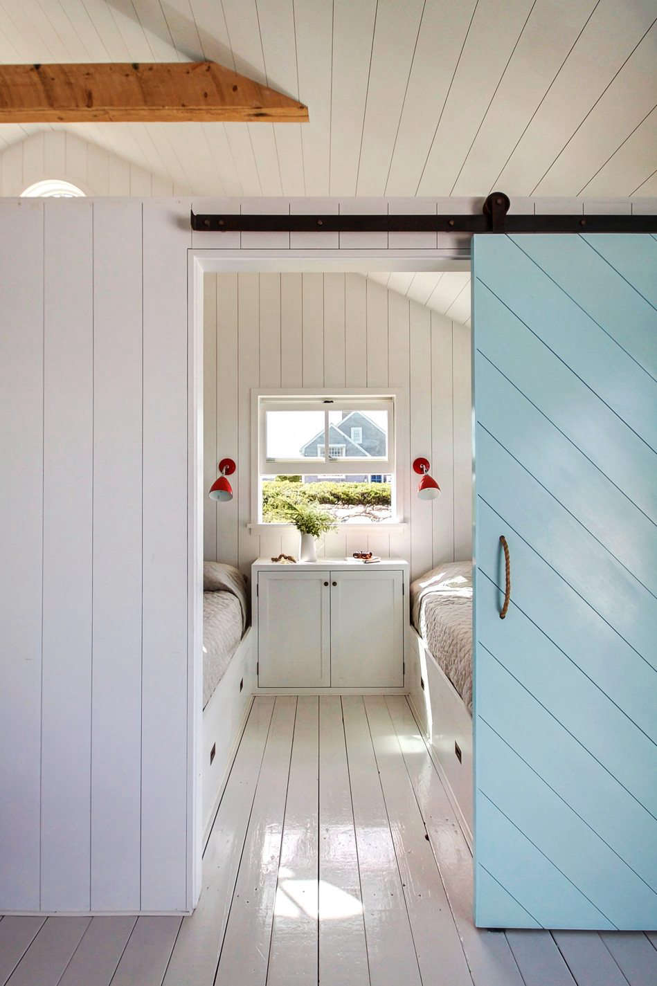 Groovy A Shipshape Cape Cod Cottage Inspired By Wes Andersons The Home Interior And Landscaping Ferensignezvosmurscom