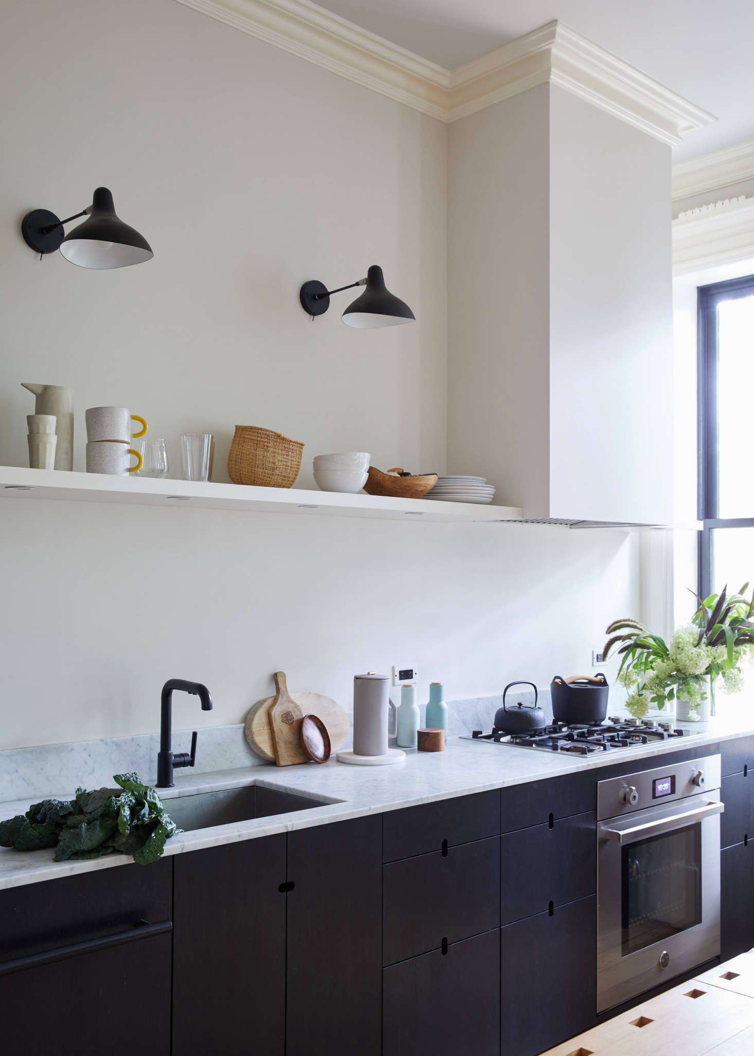 Kitchen of the Week: A Closeup of Jess Thomas's Crowd-Pleasing Brooklyn Kitchen