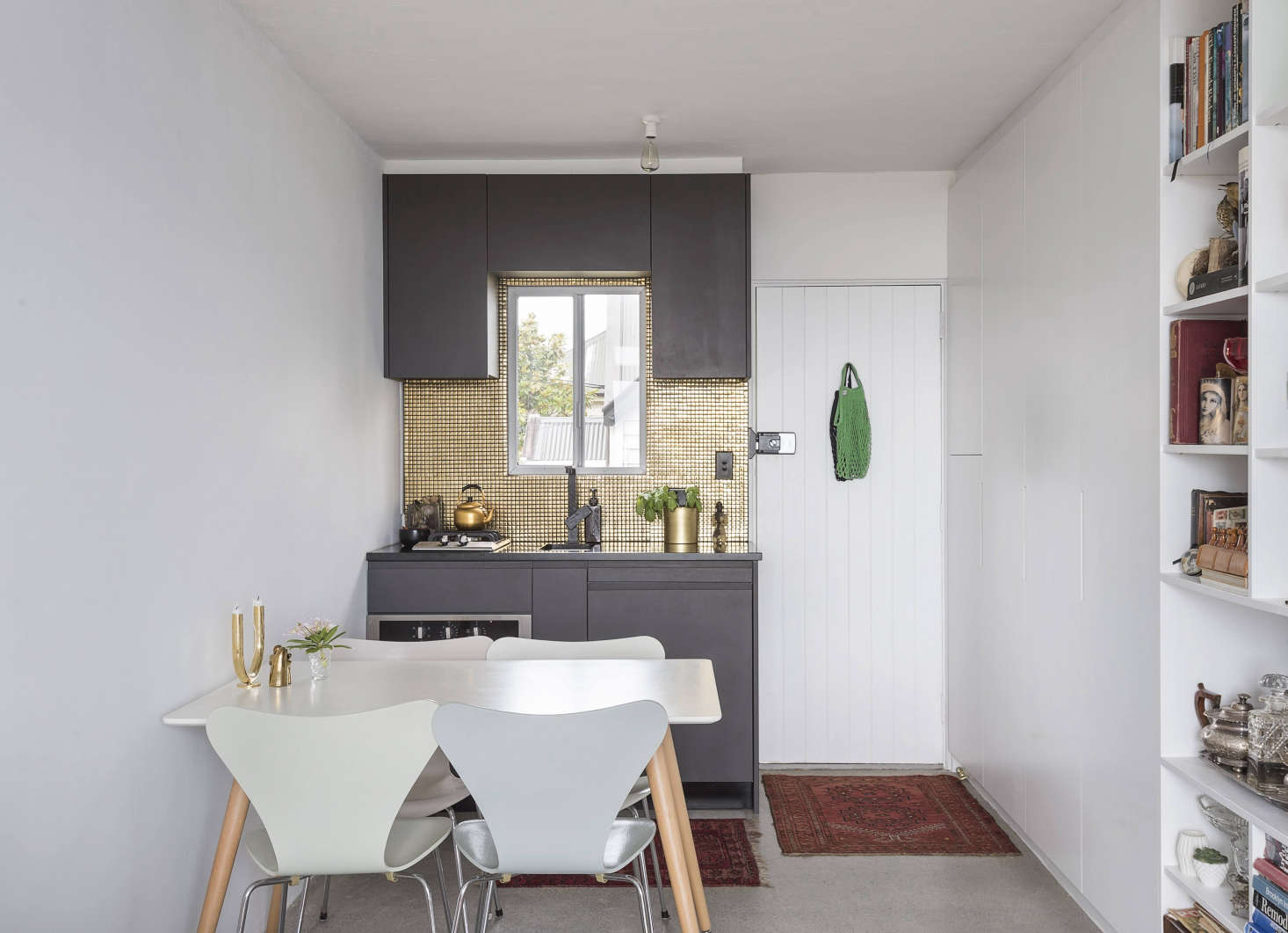 Spath Demo Ed The Larger, U Shaped Kitchen In This Auckland Studio Apartment