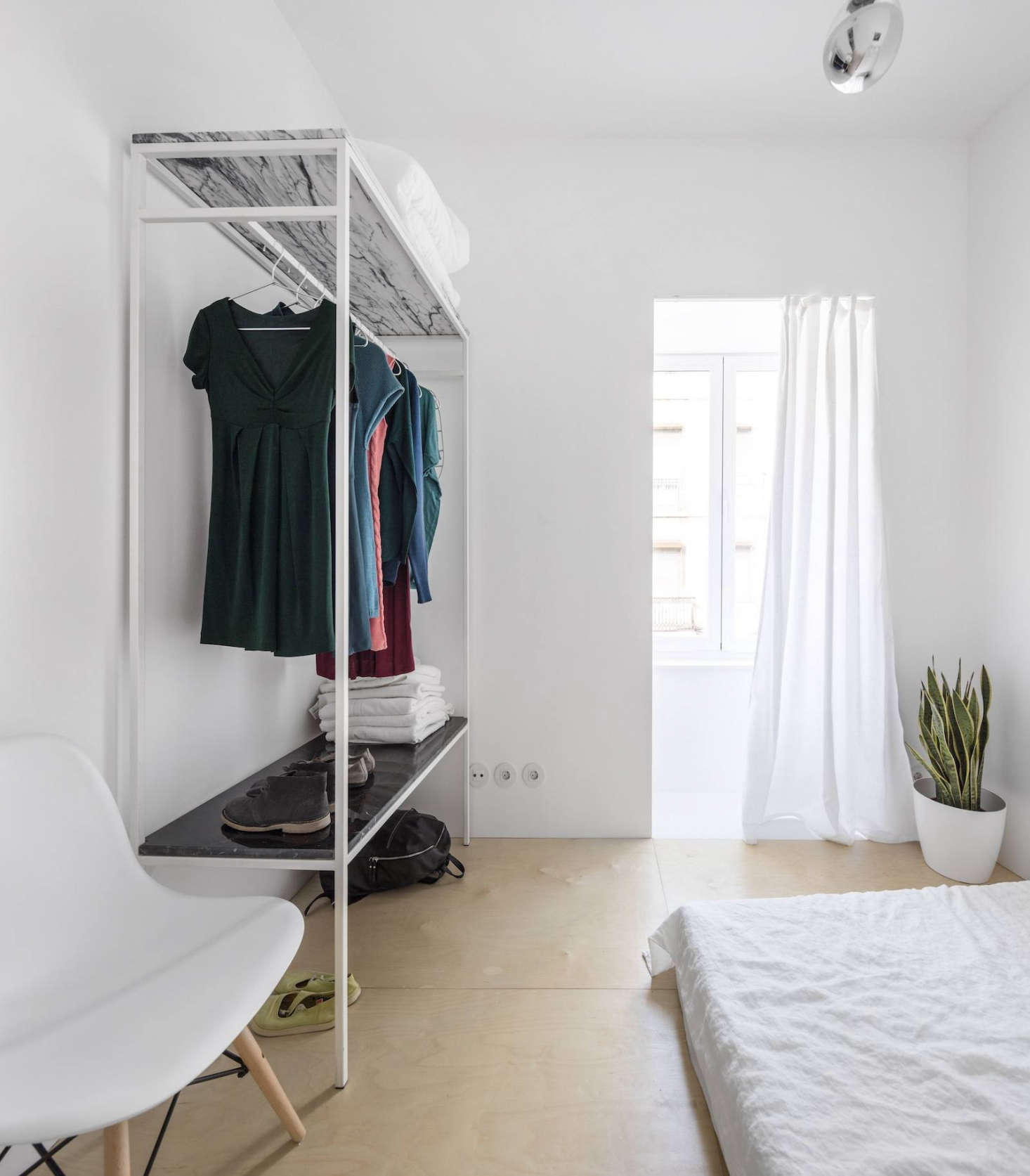 In lisbon a narrow but glamorous marble clad apartment for Apartment clothing