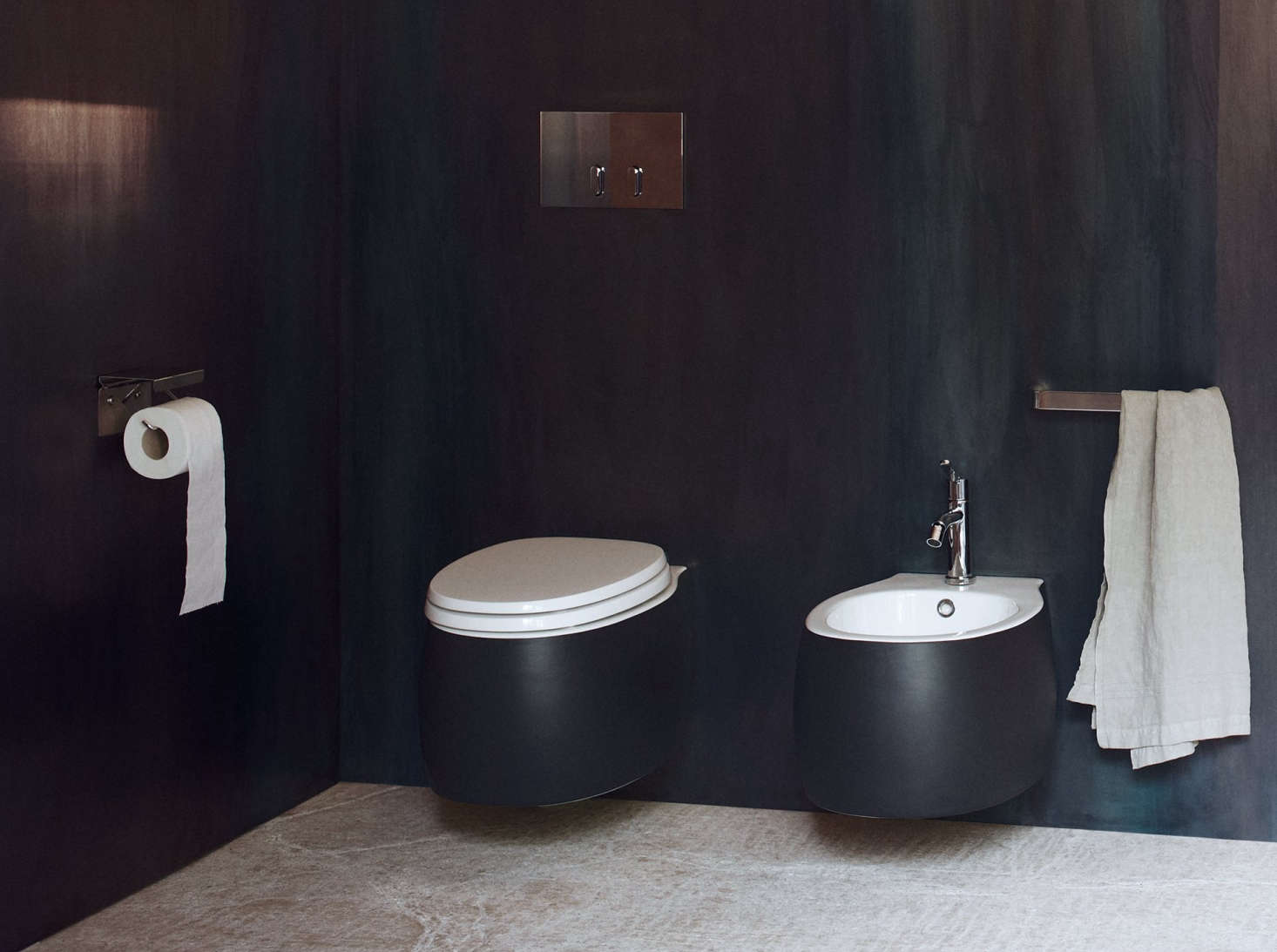 10 Easy Pieces: Black Toilets - Remodelista