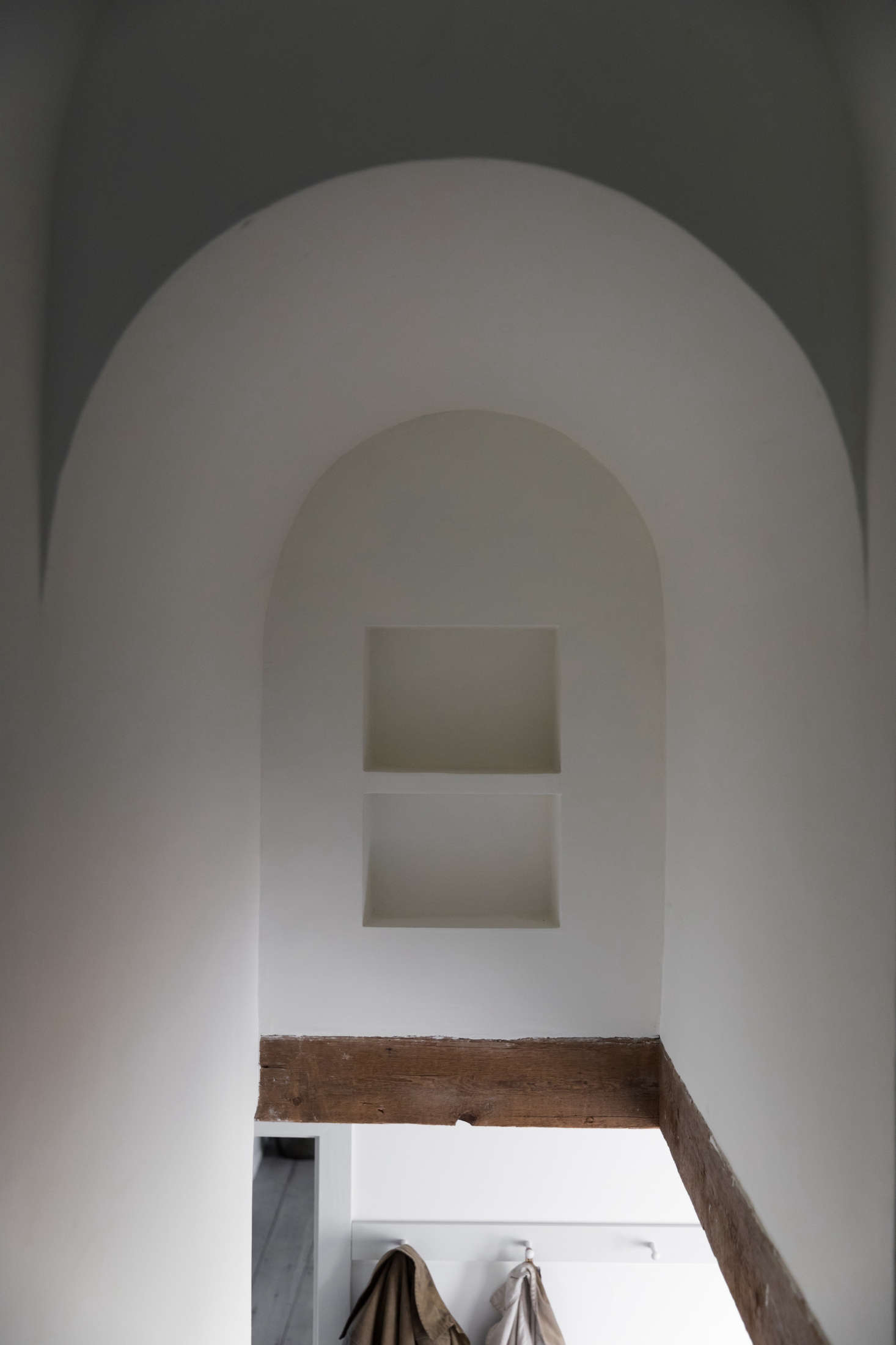 Plaster niches are a surprising detail in another stairwell.
